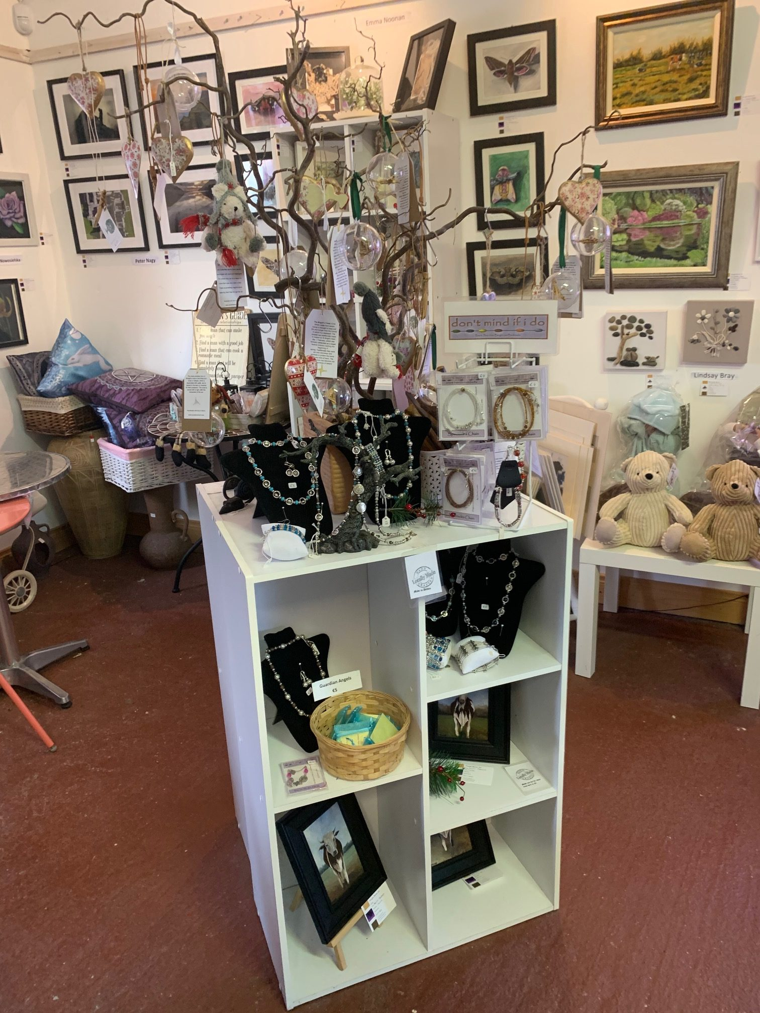 Purple Raven Art Gallery, Delvin